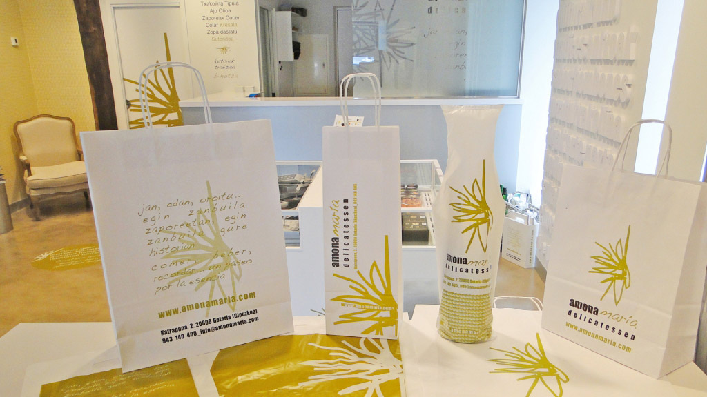 Diseño de merchandising e imagen de marca en Amona María delicatessen